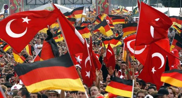 Almanya'daki Türkler yeni yasayı bekliyor
