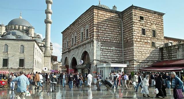 James Bond İstanbul'un trafiğini alt üst edecek