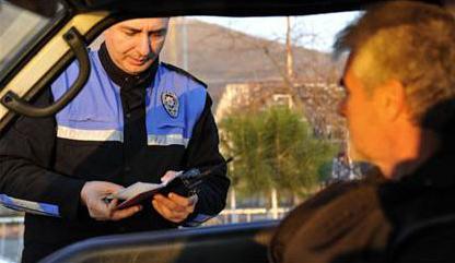 TRAFİK POLİSİNE YOK ARTIK DEDİRTEN RÜŞVET TEKLİFİ