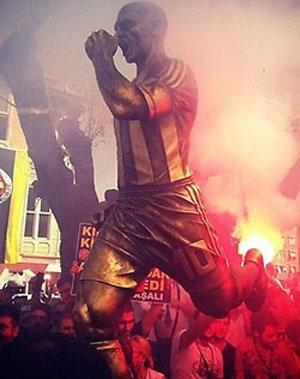 Kadıköy'deki Alex heykeli ağlattı