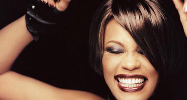 ABD'li ünlü şarkıcı Whitney Houston hayatını kaybetti