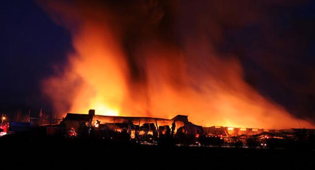 Denizli'de iki fabrika yandı