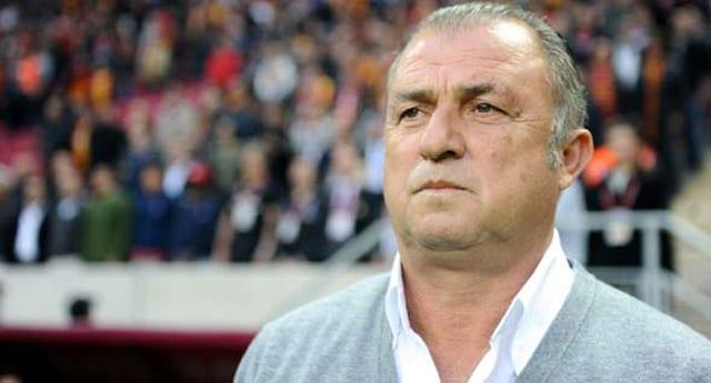 Terim, Trabzon maçı öncesi imza attı