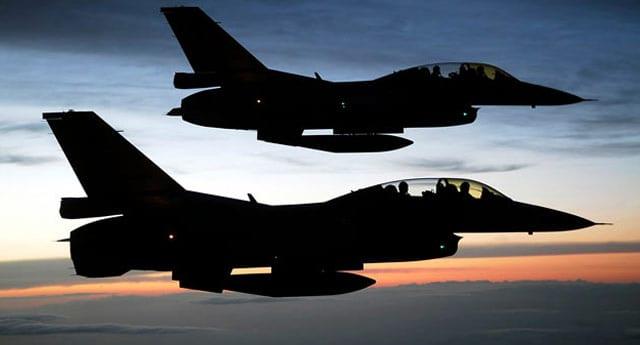 Savaş uçakları Irak sınırında!