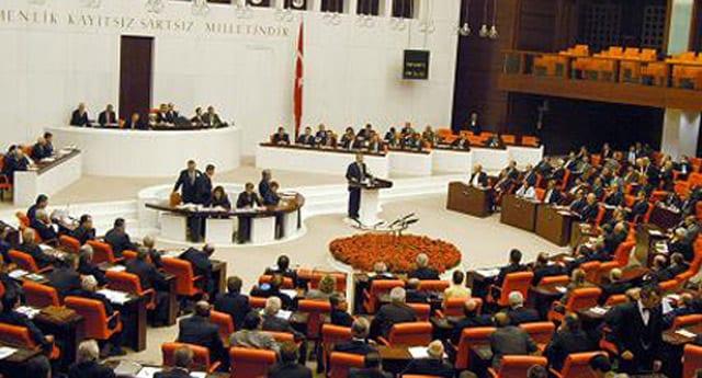 AK Partili vekillere seyahat yasağı geldi