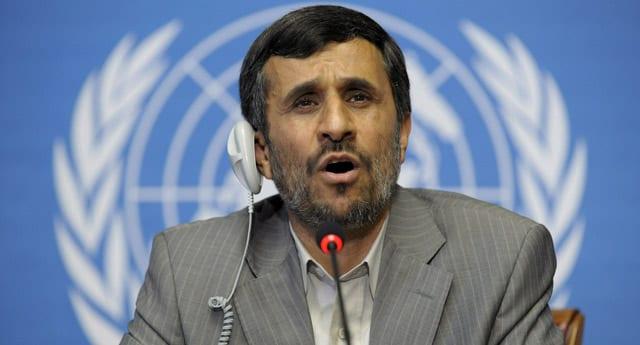 """Ahmedinejad, """"Petrol satmadan 3 yıl yetecek döviz rezervimiz var"""""""
