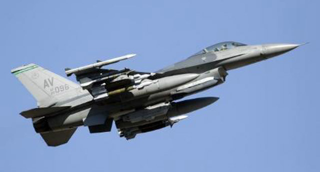 İngiliz savaş uçakları savaş için hazır bekliyor