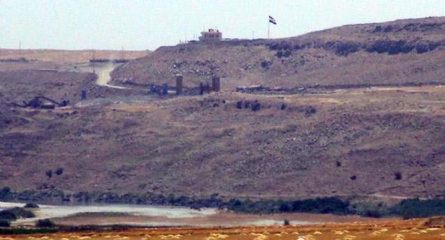 Türkiye sınırına PKK bayrağı diktiler