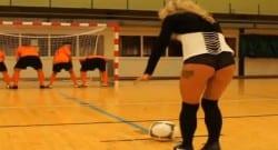 Belçika Ligi takımının ilginç şut yöntemi