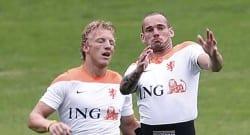 Skandal! Kuyt ve Sneijder kamptan kaçtı!