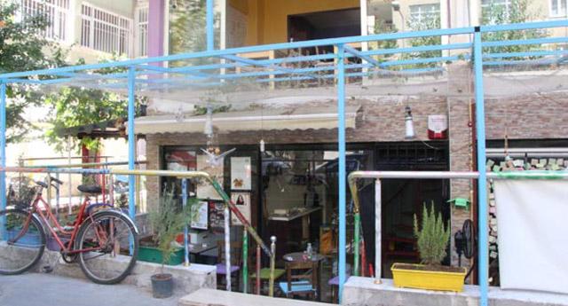 Diyarbakır'da Ramazan ayında açık olan kafeye saldırdılar!