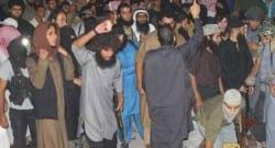 IŞİD, zina yapan kadını taşlayarak öldürdü!