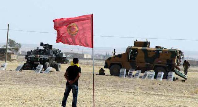 Şanlıurfa sınıra PKK bayrağı astılar!