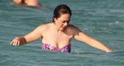 Demet Evgar halk plajında görüntülendi!