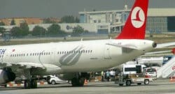 Uçakta kötüleşen yolcuda Ebola virüsü şüphesi!