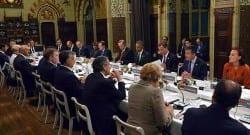 NATO Zirvesindeki oturma düzeni dikkat çekti!