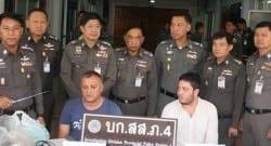 Tayland polisinden '2 Türk dolandırıcıyı yakaladık' pozu!