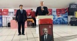 Baykal'ın konuşma yaptığı kürsüdeki Kılıçdaroğlu fotoğrafı tepki çekti!
