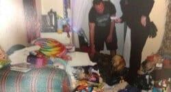 Çocuğunu odasına kilitleyip kapının altından besledi!