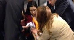Ünal Aysal'ın basın toplantısı sırasında bir kişi rahatsızlandı!