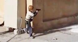 IŞİD militanlarını çocukluktan yetiştiriyor!