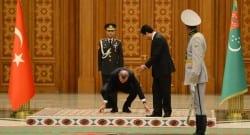 Cumhurbaşkanı bayrağı yerde bırakmadı!