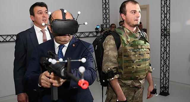 Milli Savunma Bakanı Işık, sanal gerçeklik denemesi yaptı!