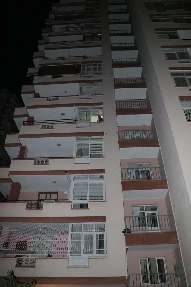 Anahtarını evde unutan genç kız 7. kattan düştü!