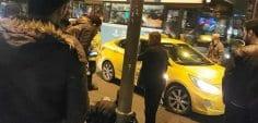 Turisti taksi ücretini ödemediği için dövdü!