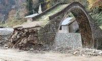 300 yıllık Yeşiltepe Kemer Taş Köprüsü hasa gördü!