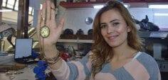 Kadın girişimci çocukların saçlarından kolye yapıp satıyor!