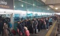Atatürk Havalimanı'nda seçim yoğunluğu yaşanıyor