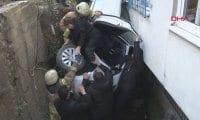 Üsküdar'da otomobil boşluğa düştü: 3 kişi yaralandı