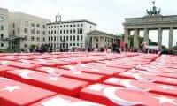 Almanya'nın tarihi meydanında 15 Temmuz anması