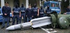 İtalya'da gözaltına alınan kişinin evinden füze çıktı