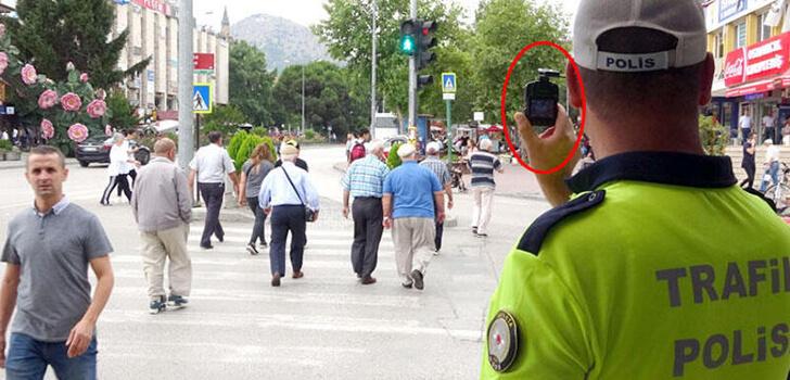 Kırmızı ışıkta geçen yayalara trafik cezası yazıldı
