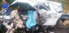 2 araba kafa kafaya çarpıştı! 3 ölü, 1 yaralı
